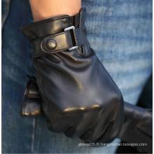 Hommes conduisant des produits en cuir de gants en Chine