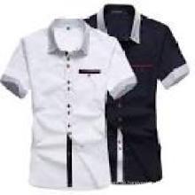 Art- und Weiseart-Männer nehmen passendes Kleid-Hemd ab