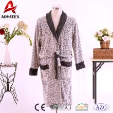 Venta caliente 100% poliéster de manga larga de lana polar parejas traje de baño albornoz impreso en color
