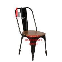 Chaise en fer et en bois