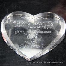 Presse-papier en verre en cristal en gros avec la forme de coeur pour la décoration de bureau