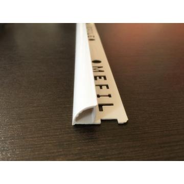 Пластиковая плитка в закрытой форме