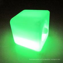 Ilumine os cubos de gelo LED piscando luzes piscando.