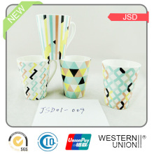 Caneca de café feita sob encomenda da caneca cerâmica da forma da promoção V com impressão