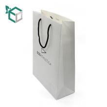 Logo blanc de papier kraft blanc de l'environnement imprimant la couleur de pantone de chaîne de coton à l'intérieur du sac en papier