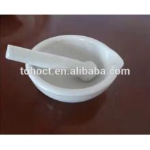 Muchas existencias Mortero de porcelana y una maja con vertedor