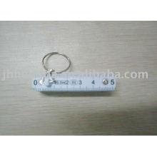Règle en plastique avec porte-clés