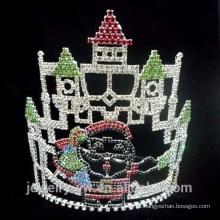 Castelo de cristal da forma e coroas do desfile do Natal de Papai Noel