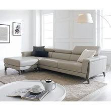 Nuevo sofá de cuero y sofá de la sala de apartamento pequeño