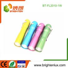 Fábrica a granel coloridos promocionales de aluminio barato pequeño 1w mini linterna llevó linterna para niños
