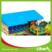 China comercial trampolín parque plano con tobogán, plástico parque infantil trampolín cama combinado parque