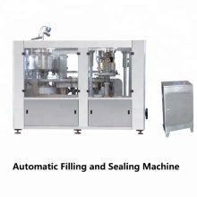 Prensa de alimentación de hojas totalmente automática Máquina de llenado y sellado de cerveza de latas de operación fácil