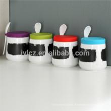 recipiente de pizarra con cuchara y tapa de silicona