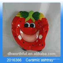 Cendrier en céramique design à la fraise pour la décoration intérieure