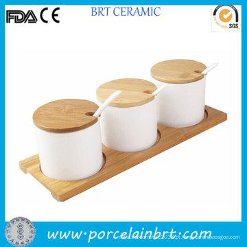 Condimento de cerâmica da vasilha de cozinha conjunto com pires de madeira
