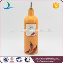 YSov0004-01 Bouteille d'huile en céramique orange avec chili design