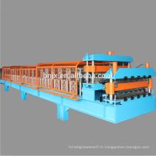 Machine de formage de panneaux de paroi / toiture à double couche à grande vitesse