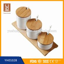 Hign qualidade quente venda super branco cerâmica cruet conjunto com bandeja de bambu