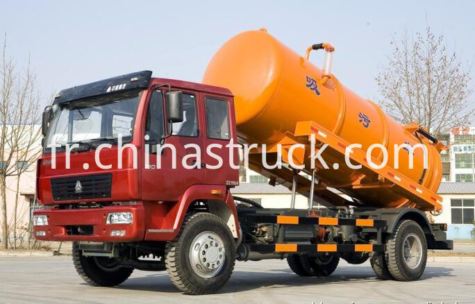 Vacuum waste water suction truck
