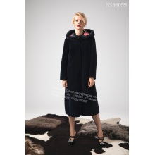 Long manteau de fourrure noir