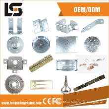 Varias piezas de estampado de metal CNC con diferentes materiales