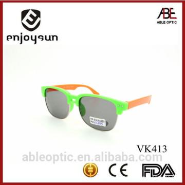 Melhor venda popular de cor dupla bonitos crianças crianças óculos de sol óculos grossistas com rebite