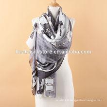 Echarpe classique en satin et foulard classique en Europe