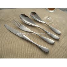 Personnalisé pour les hôtels 5 étoiles Couteaux en acier inoxydable de haute qualité Fourchettes Cuillères Ensemble de vaisselle