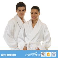 Günstige weiße Kimono dünne Mikrofaser Korallen Fleece Hotel Paare Bademantel Set