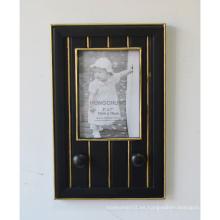 Marco negro con percha para la pared