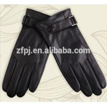 Mens vistiendo guantes de cuero en europa