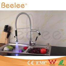 Nuevo dos cabezas LED Dule Mango Kitchen Spring Faucet / Water Tap Mixer Power por la presión del agua Ql140405