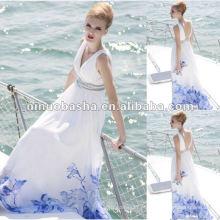 Vestido de noite elegante e branco com decote em V