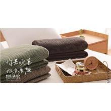 Супер мягкий новый трехцветный тисненый фланелевый флис Одеяло / обрезанное флисовое одеяло