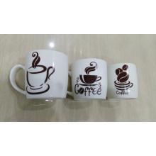 Taza de cerámica del café que bebe para la tarjeta