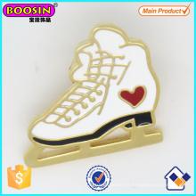 Épinglette de patin à glace en émail personnalisé plaqué or en gros