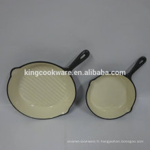 Cuisine moderne conçoit une poêle à frire en fonte