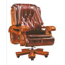 Эргономичный офисный стул с массивным деревянным подлокотником