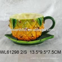 Tasse et soucoupe espresso en céramique supérieure à la forme d'ananas