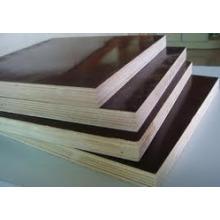 Matériaux de construction 18mm Matériau de première qualité face au contreplaqué