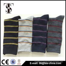 Nouveau motif modèle de couleur de la mode chaussette de conception de la chaussette homme choix de qualité