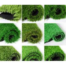 Utilisation d'herbe de décoration en plastique pour les sols sportifs d'extérieur