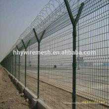 cerca de cerca de sanfona soldada do aeroporto no topo para cerca de segurança