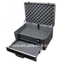 Алюминиевый чемодан с выдвижными ящиками