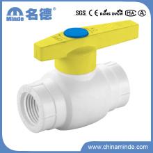 Válvula de bola de plástico PPR Tipo a Roscado para materiales de construcción