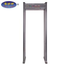 Détecteur de métaux tenu dans la main d'entrée de porte, promenade par le détecteur de métaux à vendre