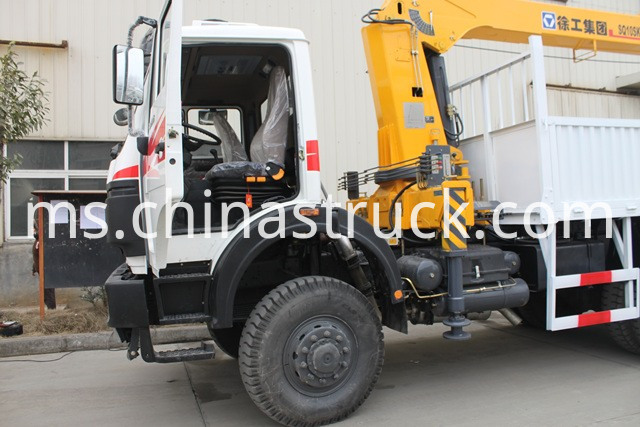 Off Road North Benz Truck with Hydraulic Crane
