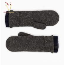 Projeto de confecção de malhas pretas das luvas de caxemira Fringerless para o inverno