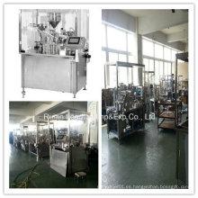 Máquina de llenado y cierre de jeringas para jeringas de plástico