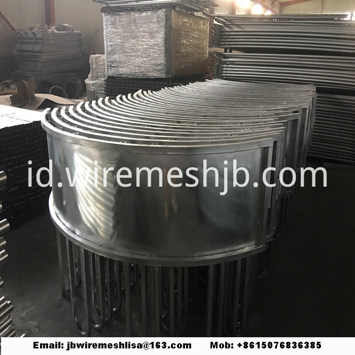 Hot Dipped Galvanized Cattle Hay Bale Feeder